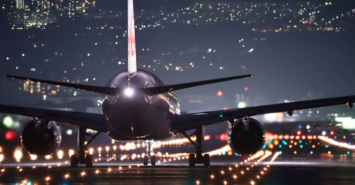 Aerodromska pista noću