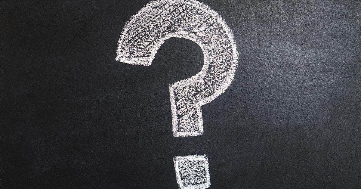 Znak pitanja iscrtano na tabli