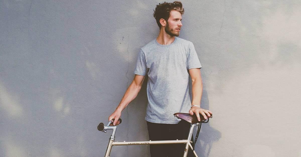 Hipster vozi bicikl