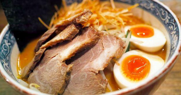 Japansko jelo - ramen nudle sa mesom