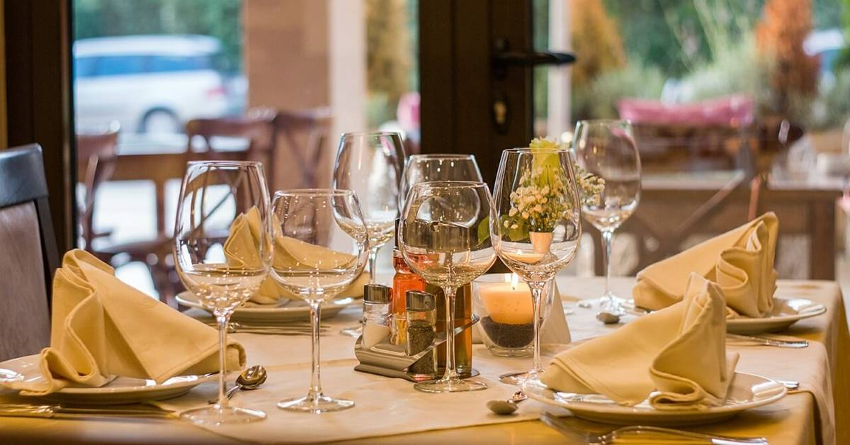 Postavljen sto u restoranu