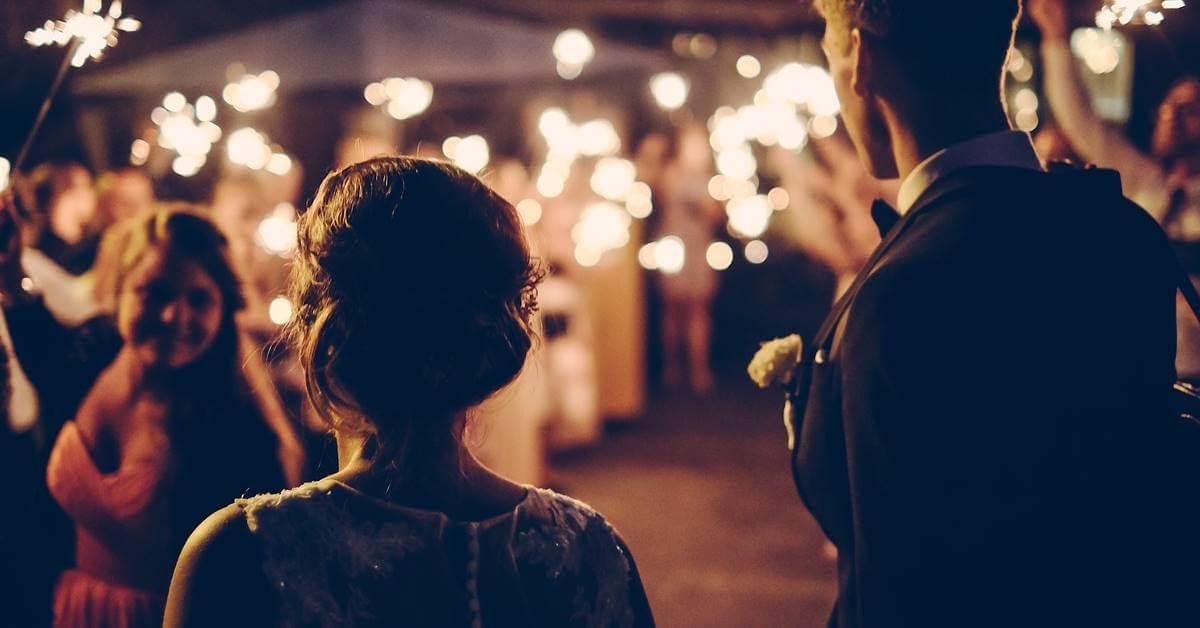 Mladenci na svadbi
