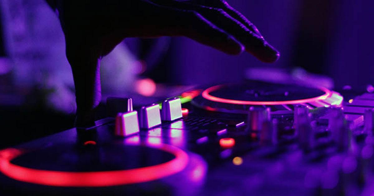 Šake DJ-je na mikseti
