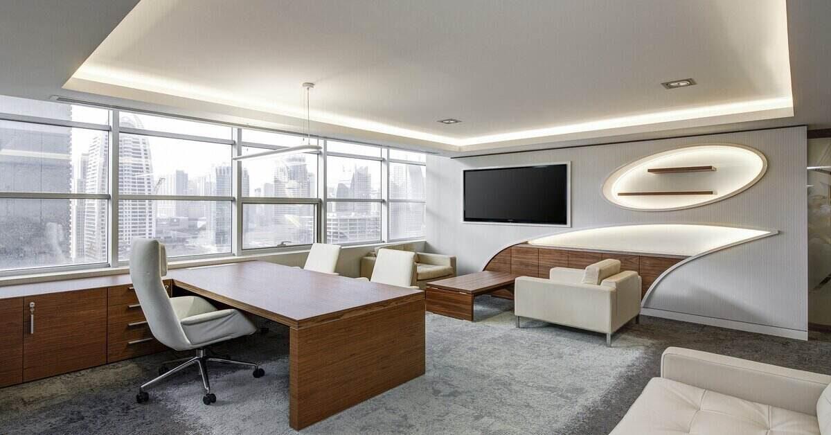 prikaz kancelarijskog prostora sa luksuznim nameštajem